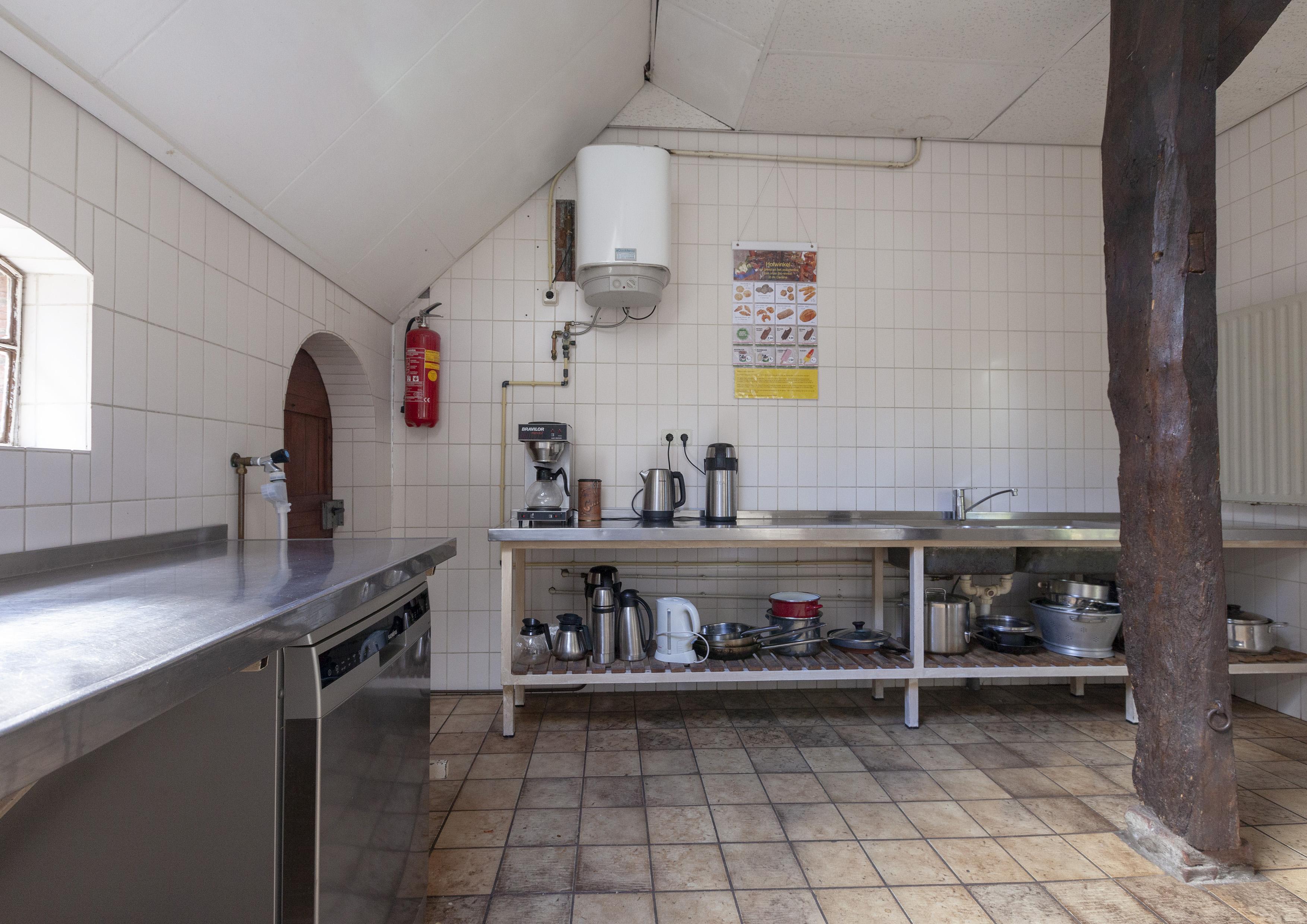 11 volledig ingerichte keuken met vaatwasser en horeca koffiezetapparaat