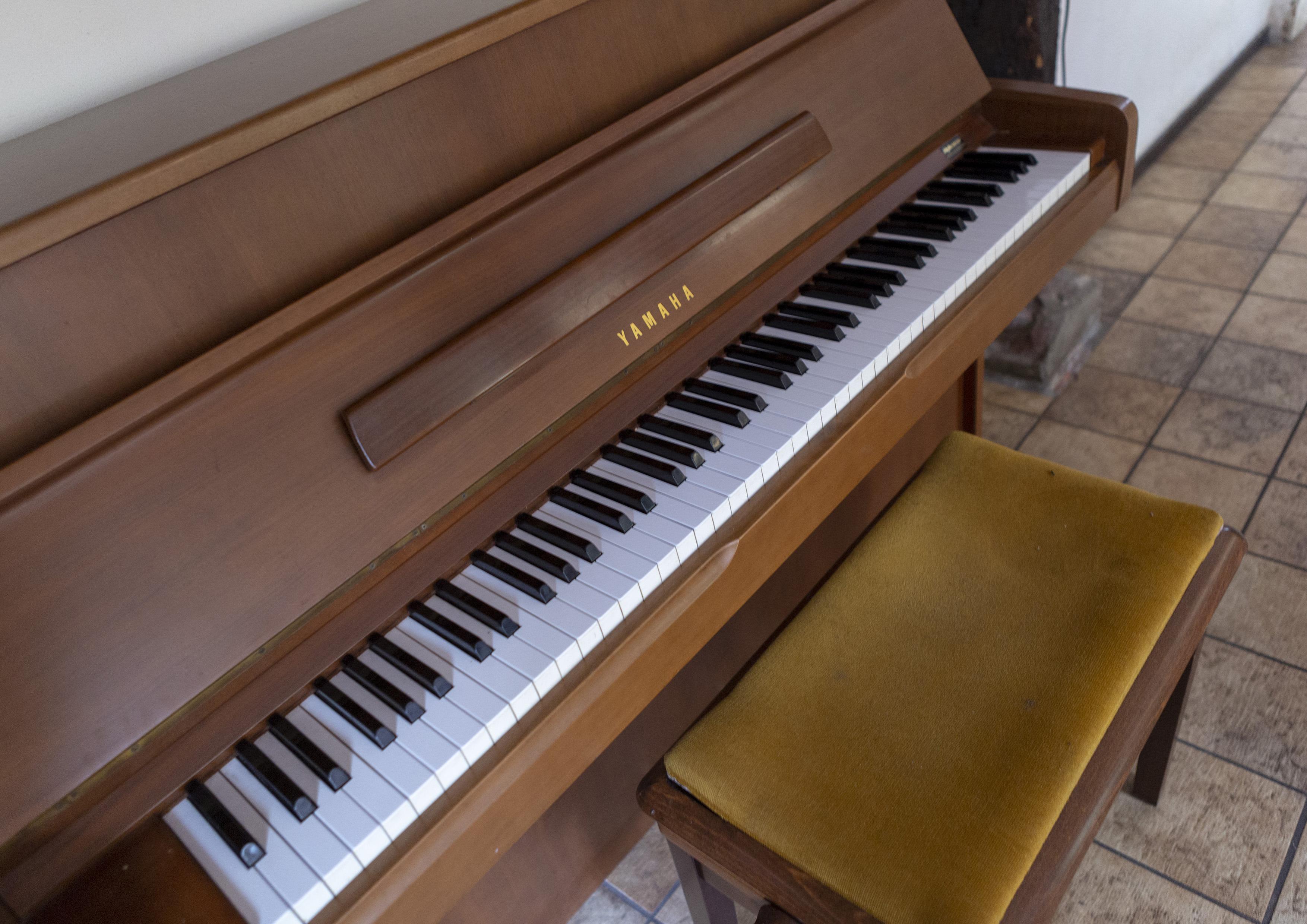 13 er is een goede piano aanwezig