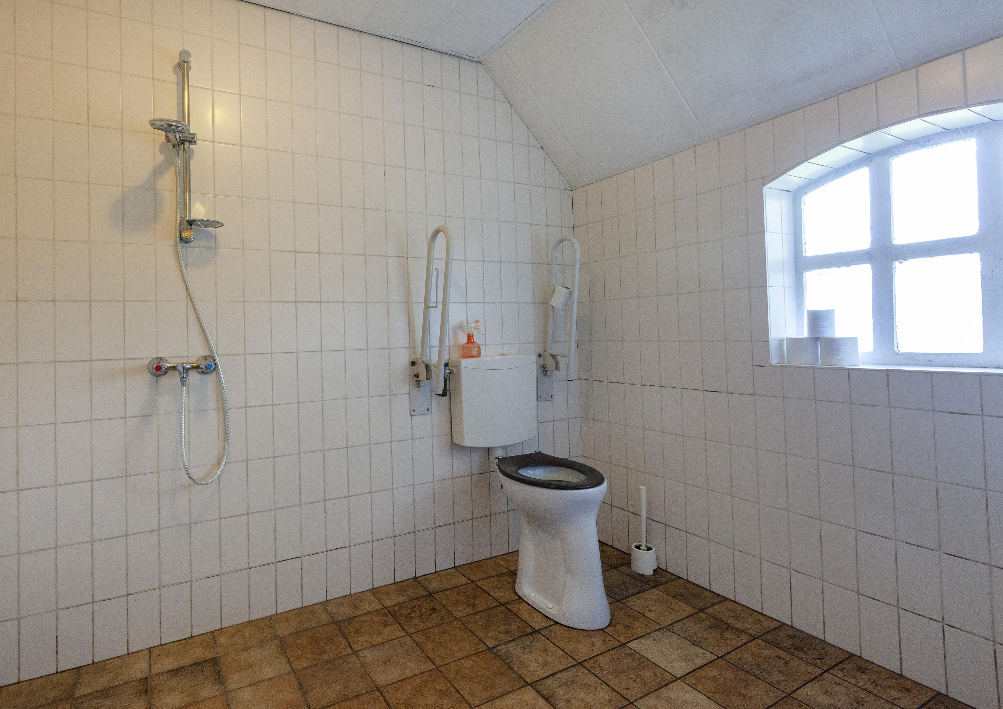 23 integraal toegankelijk toilet